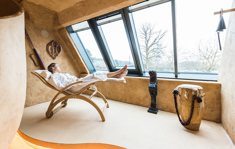 Private Spa Suit mit Panoramaliege im Wellnesshotel Deltapark in der Schweiz